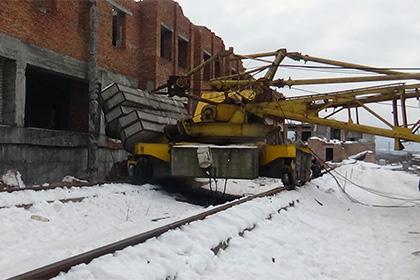 При падении башенного крана воВладикавказе умер человек