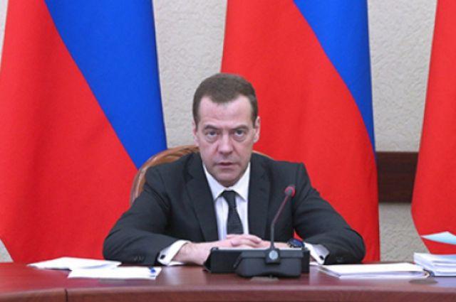 Медведев утвердил национальную стратегию винтересах женщин— Подарок откабмина