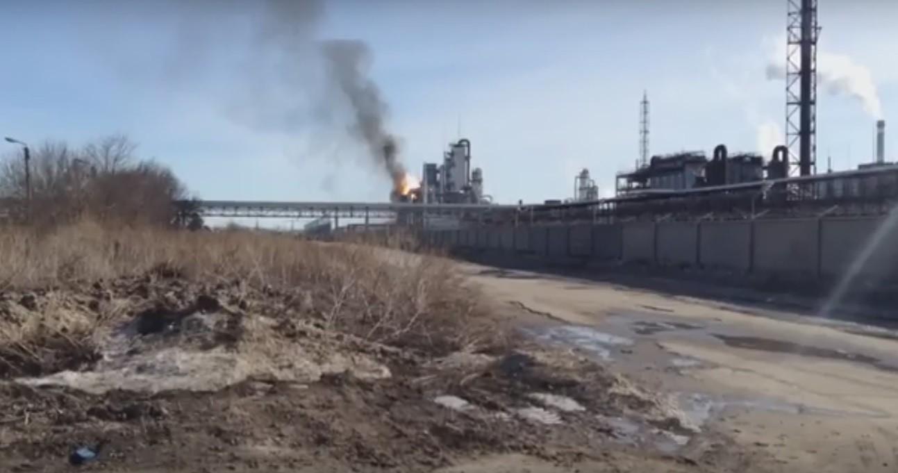 Пожар нахимзаводе вТольятти гасят 232 человека ипоезд