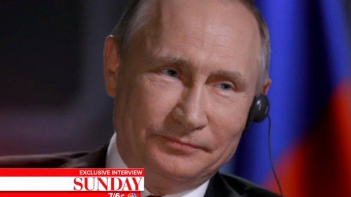 Говорит Путин: РФ  развивается подемократическому пути