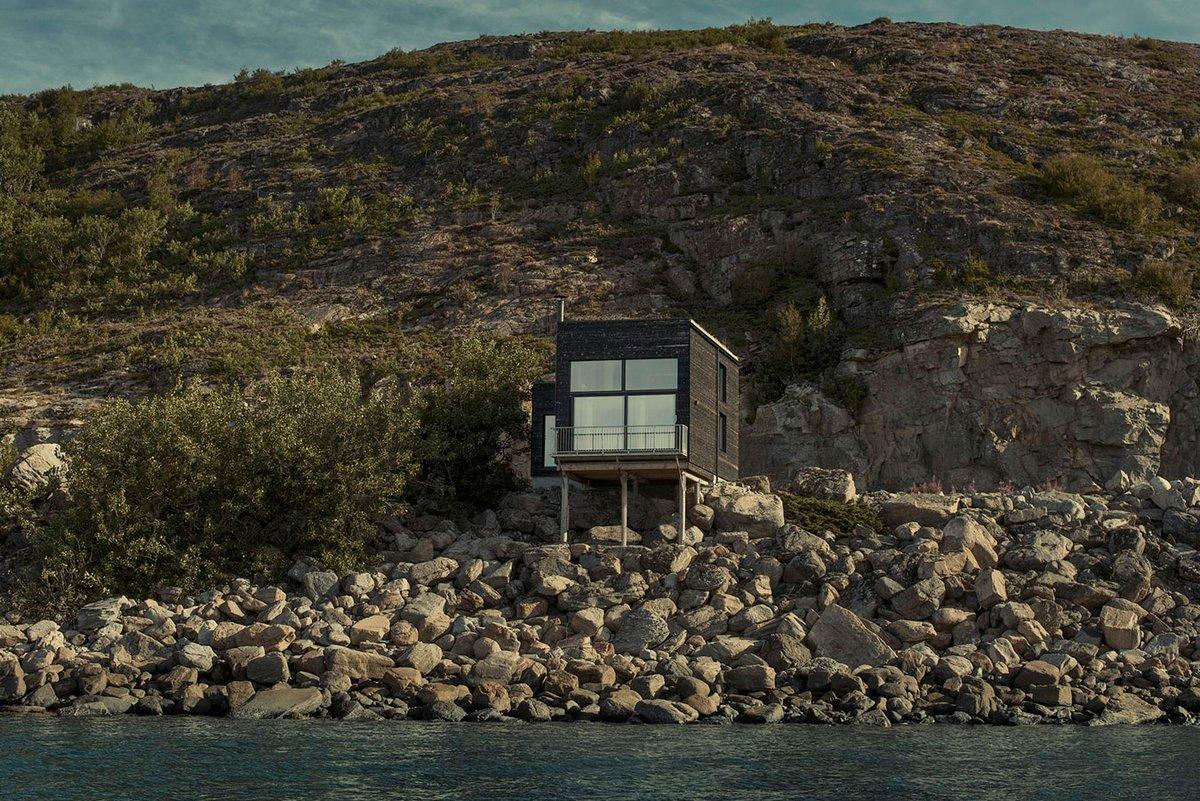 частный дом на скалистом берегу