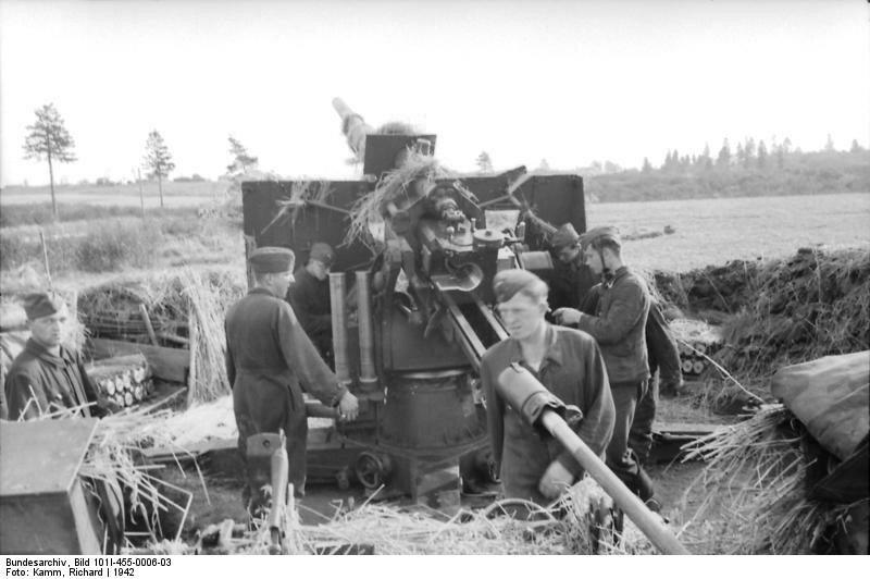 Russland, Luftwaffensoldaten an Flak-Geschьtz