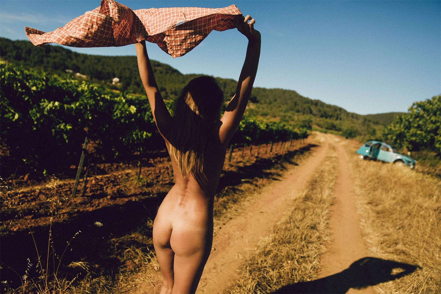 на природе с Марисой Папен / Marisa Papen nude by Jörg Billwitz - French Picnic