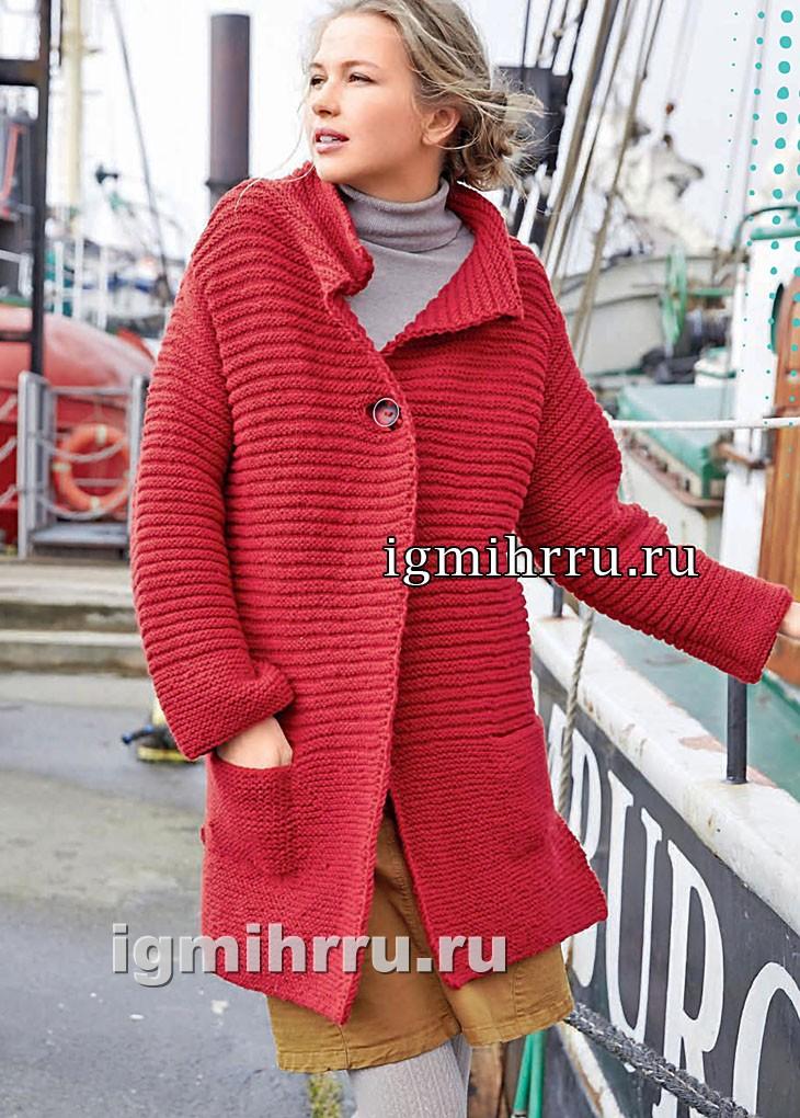 Удлиненный красный жакет с карманами. Вязание спицами