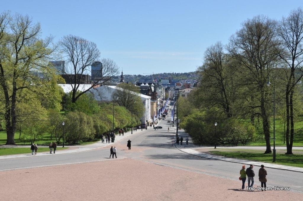 Вид от королевского дворца на город