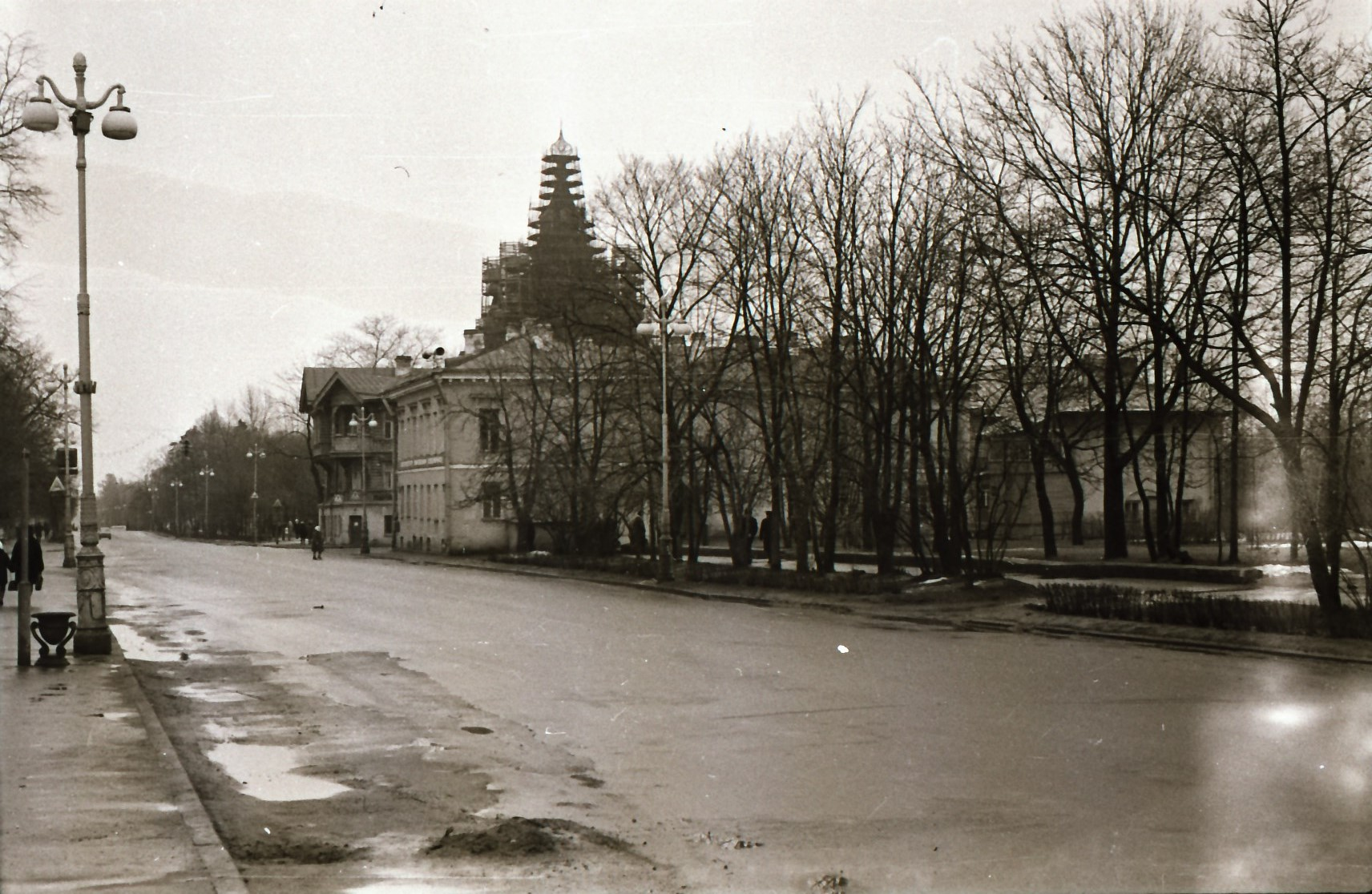 1978. Вид на Красный проспект и Петропавловский собор во время реставрации