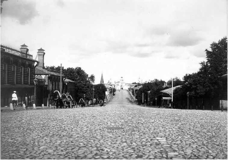 Дворянская улица. Вид с запада, со Студеной горы, на Золотые ворота