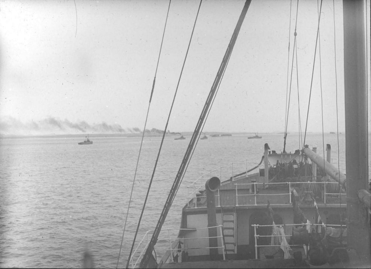 18 – 23 августа 1914. Вид с парохода «Рагна» на караван судов в Северном Ледовитом океане у острова Вайгач