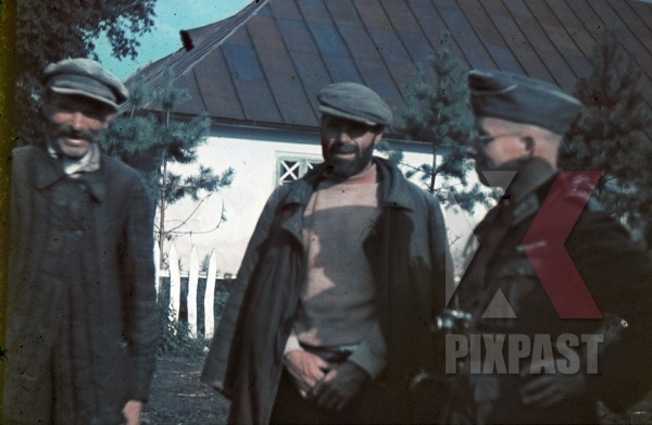stock-photo-ww2-color-ukraine-1942-german-officer-with-leica-camera-talk-to-ukranian-farmers-in-village-7978.jpg