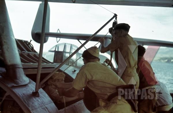 stock-photo-german-luftwaffe-crew-in-tropical-uniform-load-a-seaplane-dornier-do-24-tripoli-harbour-in-libya-1942-11239.jpg