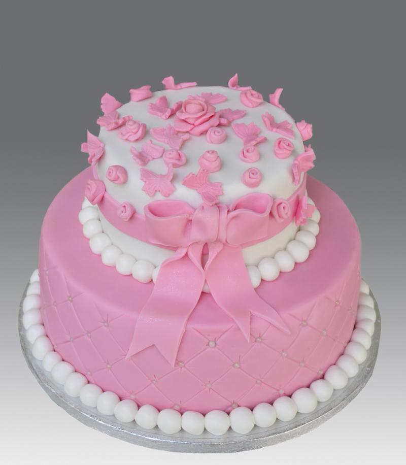 Необыкновенно красивый торт бело-розовый с цветами и бантом.  Международный день торта!