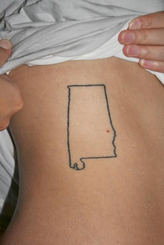 Карта штата Алабама с родинкой на месте города Оберна.