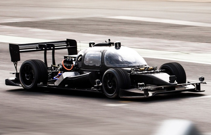 Почти как Бэтмобиль: крутой автомобиль, который ездит без водителя (6 фото)
