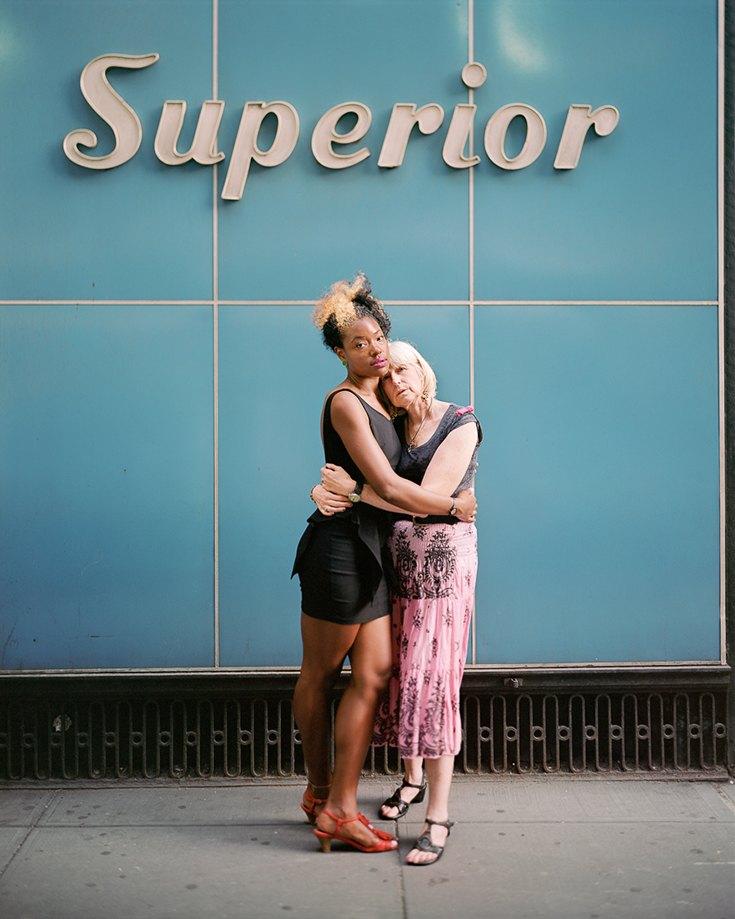 Элейн и Арли, Нью-Йорк, 2012. Когда я смотрю на снимки, то для меня всегда важнее всего то, как они