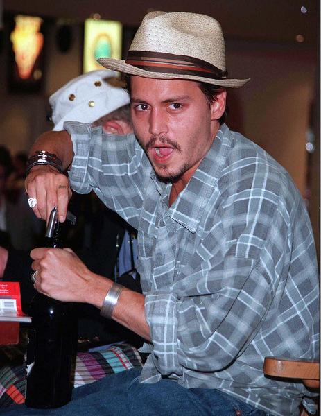На одно только вино, доставляемое Джонни для личного потребления из разных концов света, он тратит п