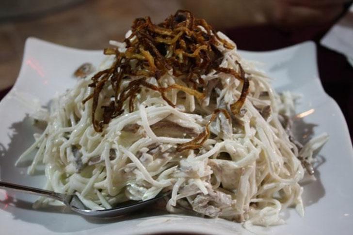 Салат «Ташкент» — фирменный столичный салат, приготовленный из отварного говяжьего языка, редьки и з