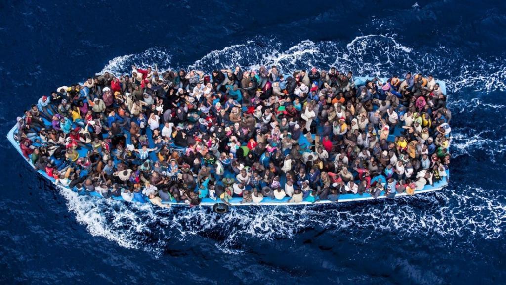 Эта фотография была сделана в 2014 году Массимо Сестини с борта вертолета итальянской береговой охра