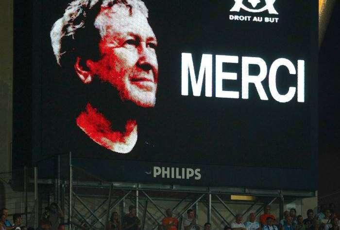 Однако в 2009 году Робер Луи-Дрейфус умер в возрасте 63 лет от лейкемии. Здесь болельщики отдают дан
