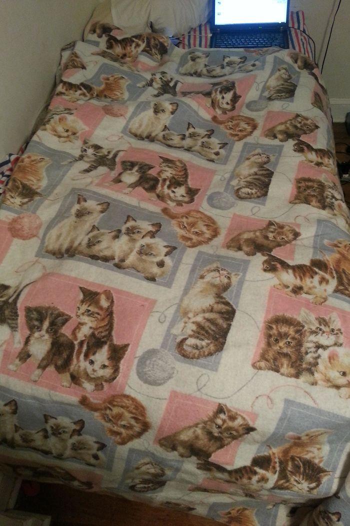 «Бабушка считает, что это подходящее одеяло для 24-летнего парня».