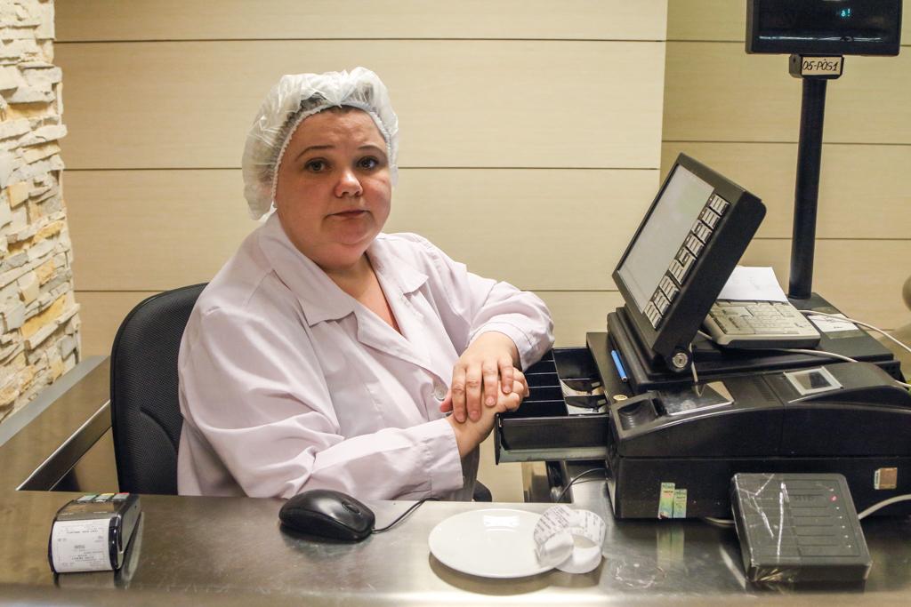На кассе — невероятно приятная женщина Татьяна. Когда узнала, что «корпоративной скидки» у меня нет,