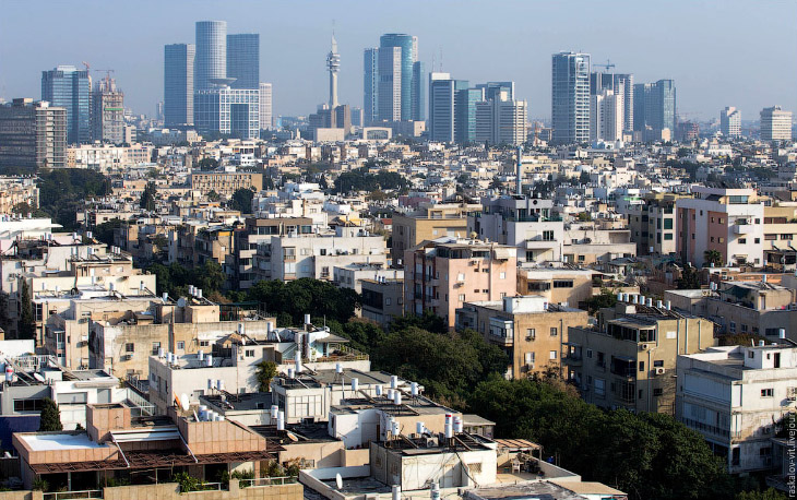 В общем? начнем знакомится с городом. Тель-Авив находится на восточном побережье Средиземного моря,