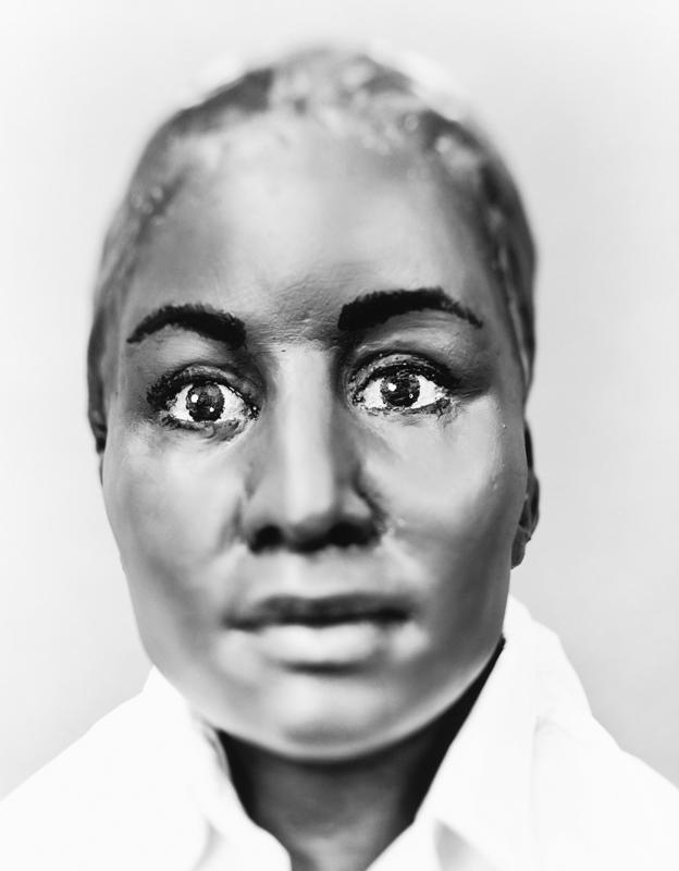 Опознана: Майра Хулиана Рейес Солис. 7 ноября 2001 года в неглубокой могиле на городской парковке в