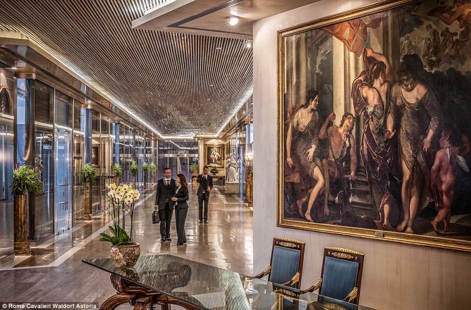 Waldorf Astoria, расположенный на холме Монте-Марио, может похвастать потрясающим видом из окна и ед