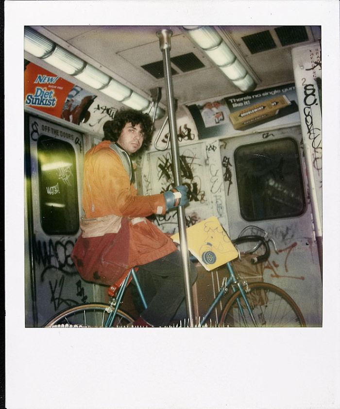 31 марта 1980 года: многие снимки сделаны в Нью-Йорке. Этот — в подземке.