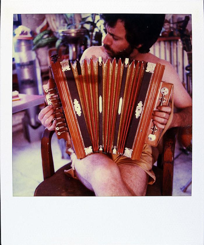2 июля 1989 года: помимо других талантов, Джейми умел играть на аккордеоне.