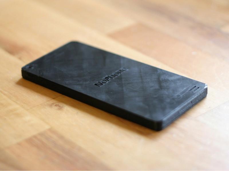 3. Кусок пластика, похожий на iPhone, лечит «смартфоновую зависимость» Если вы уже начали беспокоить