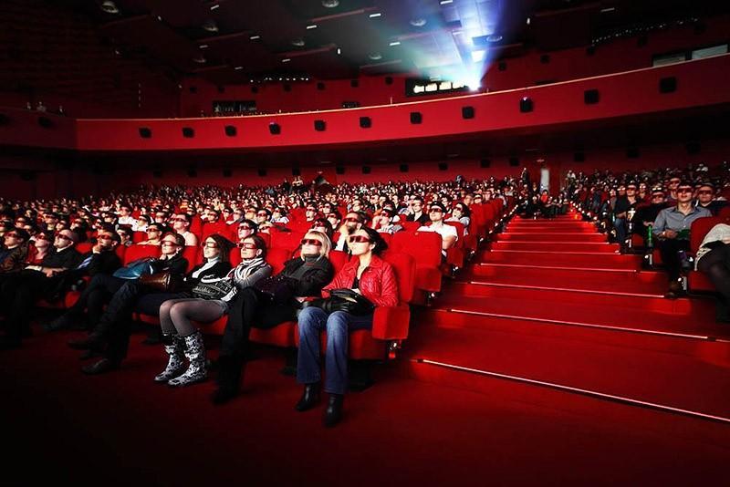 6. Приложение, вознаграждающее пользователя за отказ от SMS-общения в кинотеатре В 2012 году один из