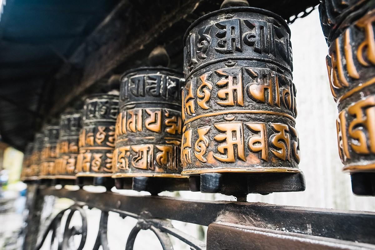 15. Чтобы получить пользу от посещения Сваямбху, нужно сделать кору — обойти ее по часовой стрелке,