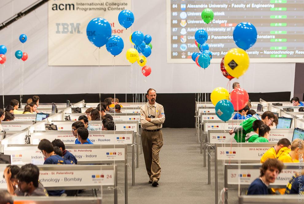 Это финал международного командного чемпионата мира по программированию ACM ICPC. Впервые за вс