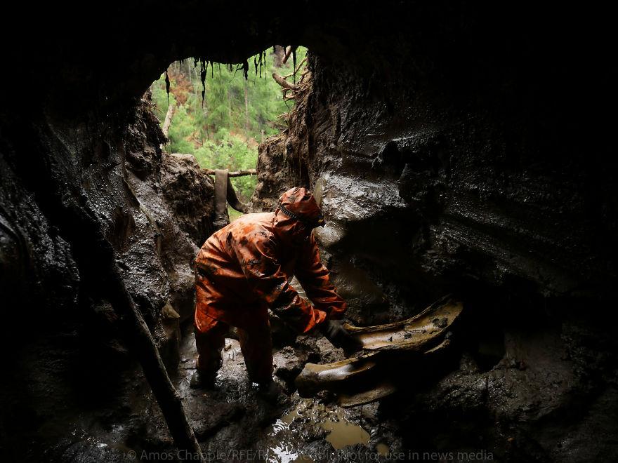 На работу насосов уходят тонны топлива, а большинство бригад находят только бесполезные кости вроде