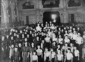 Члены спортивного общества Польский сокол в зале Павловой на празднике