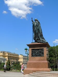 У памятника св.Гермогена. Москва