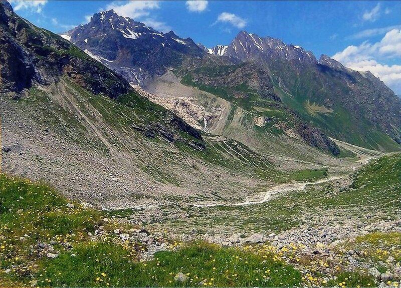 Летом. Кавказ. В ущелье.jpg