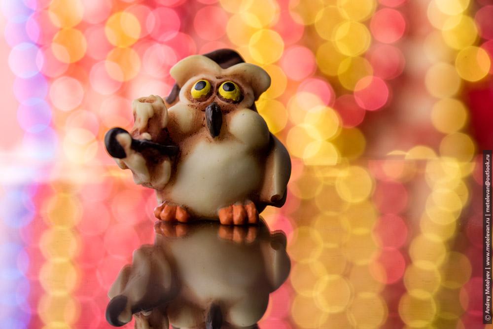 игрушечная сова со свечей