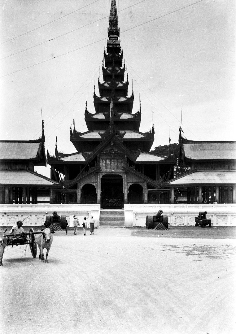 849. Мандалай. Королевский дворец. Вход