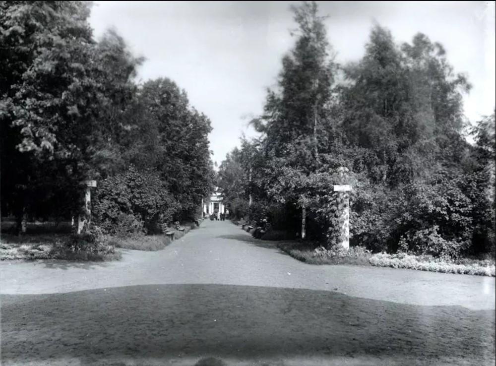 Александровский сад. Центральная аллея