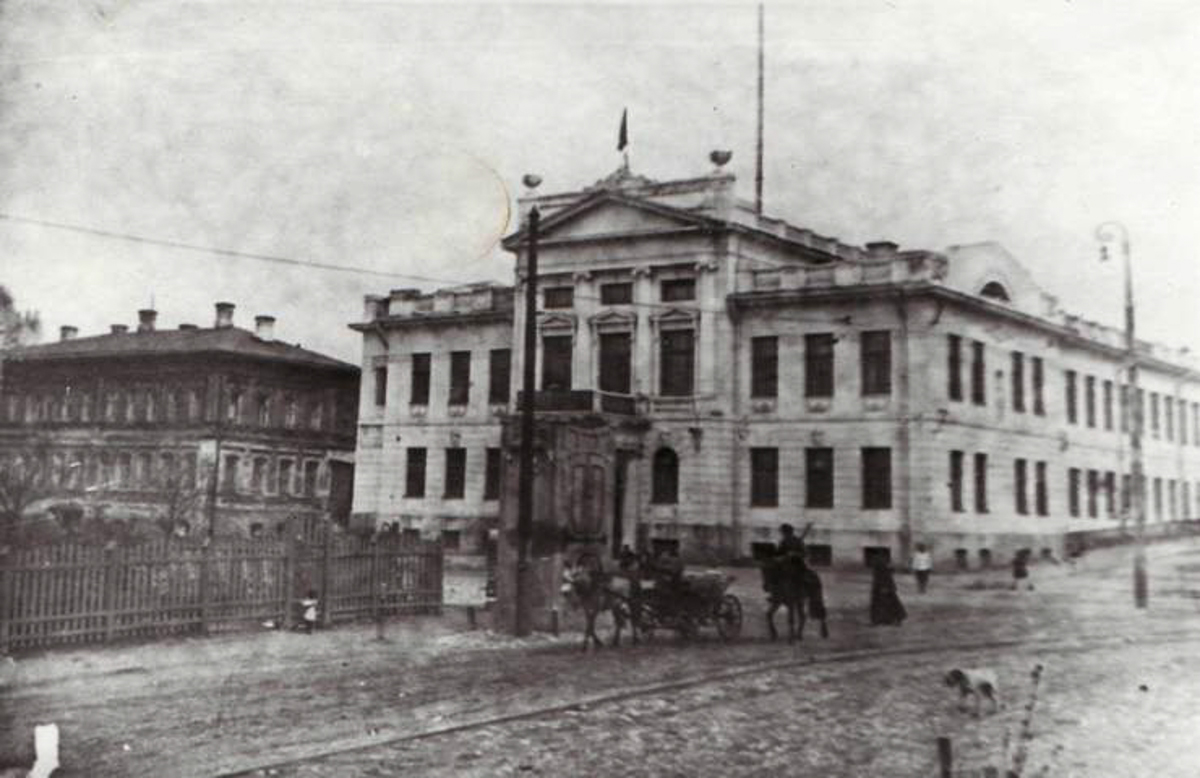 Дом губернатора на Театральной площади