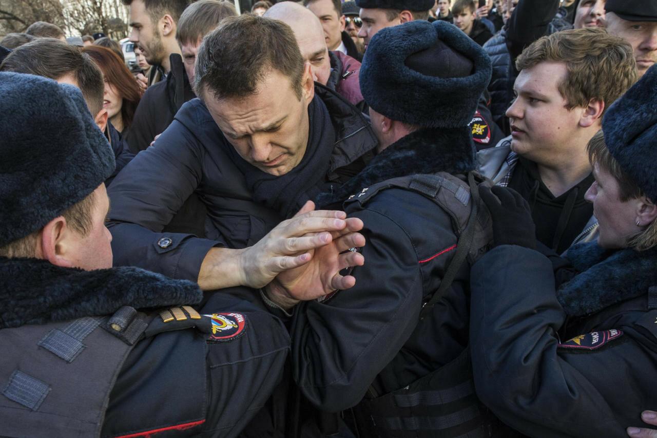 Навальный задержан полицией через 20 минут после начала акции против коррупции в России