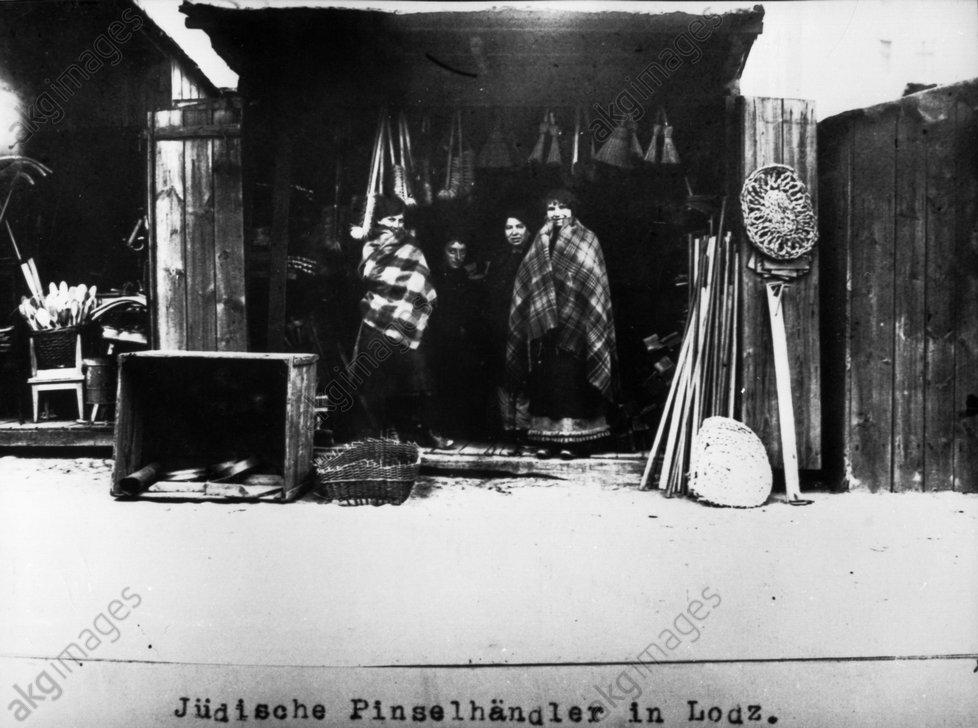Jьdische Pinselhдndler in Lodz / 1915 - Jewish brush seller Lodz / 1915 -