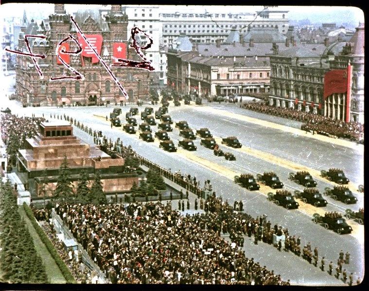 Первомайская демонстрация 1947 г. в Москве. Владислав Микоша16.jpg