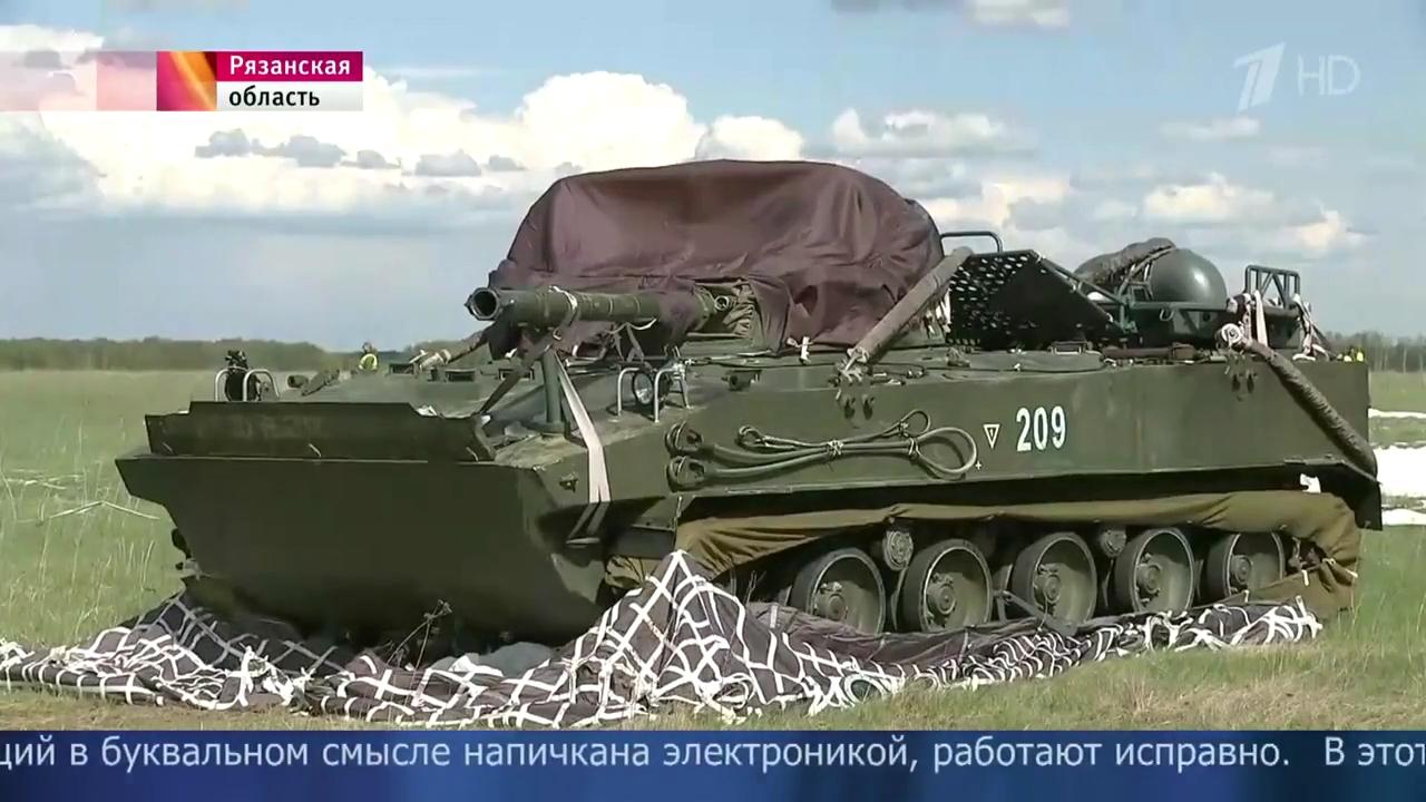 ВРязанской области прошли первые испытания системы для спуска сборта самолета боевых машин десанта.mp4_000072833.jpg