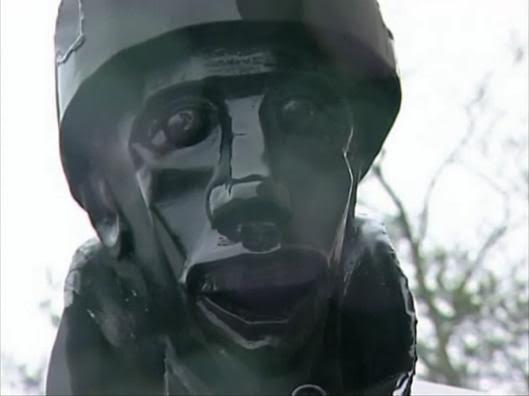 «Лицо солдата» на фасаде музея