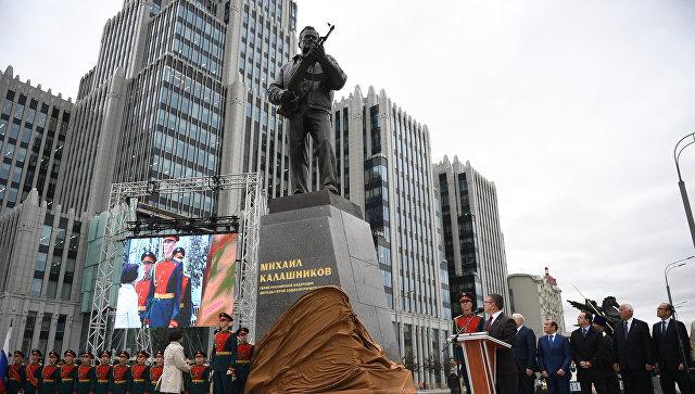 20170925_10-50-Памятник Калашникову, или «фанаты Третьего рейха» из РВИО-pic2