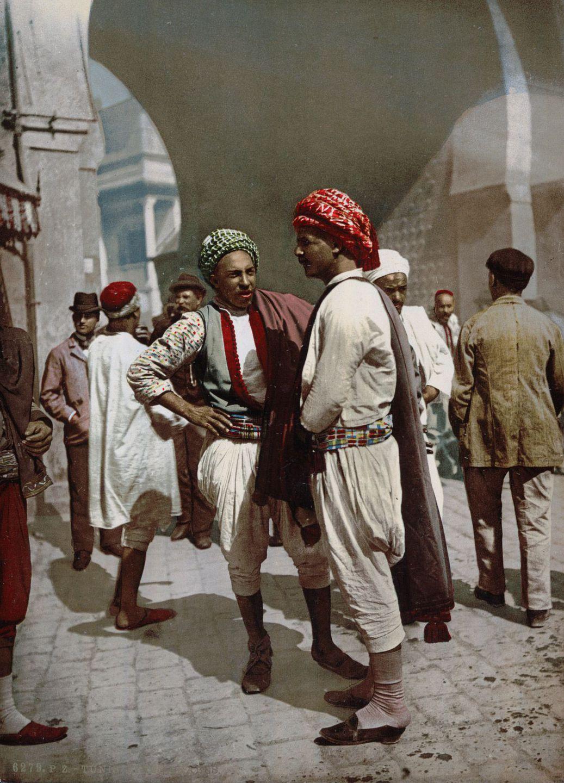 Местные жители Туниса.