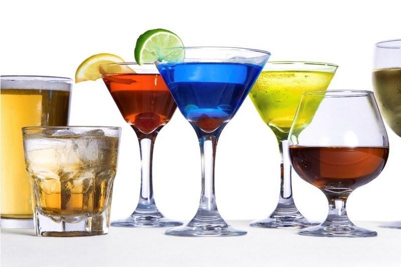 Нет смысла смешивать дорогостоящий ликер или виски с соком или содовой. Вы все равно не почувствуете