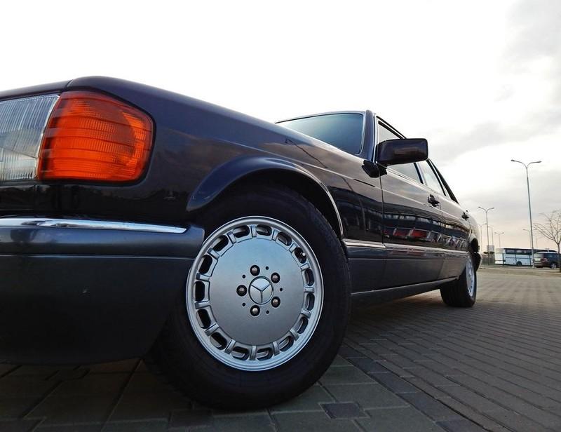 Не зря многие фанаты марки по праву считают W126 лучшим за всю историю. В 1981 году автомобильный жу